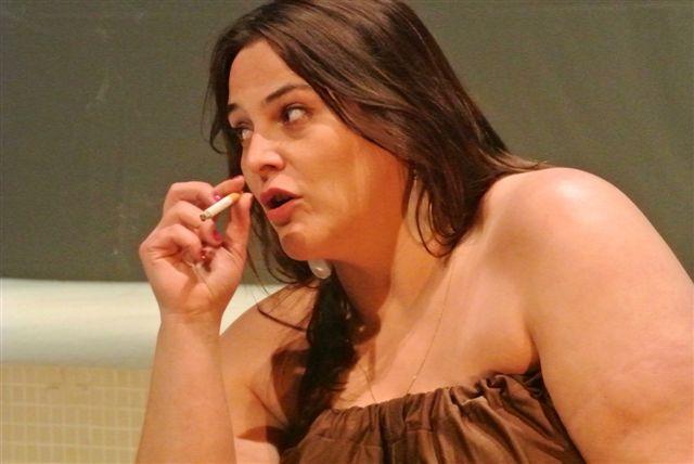 À MON ÂGE JE ME CACHE  ENCORE POUR FUMER De Rayhana